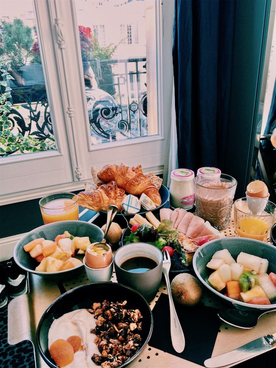 petit déjeuner en room service grand pigalle jambon à la truffe