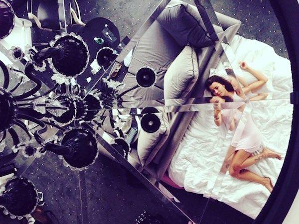 staycation à l'hôtel maison albar diamond miroir au plafond