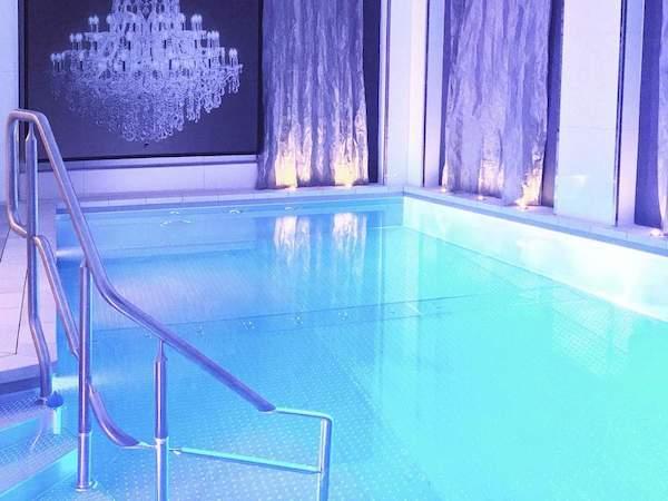 alternative film du dimanche piscine hotline bling villa haussmann staycation paris drake