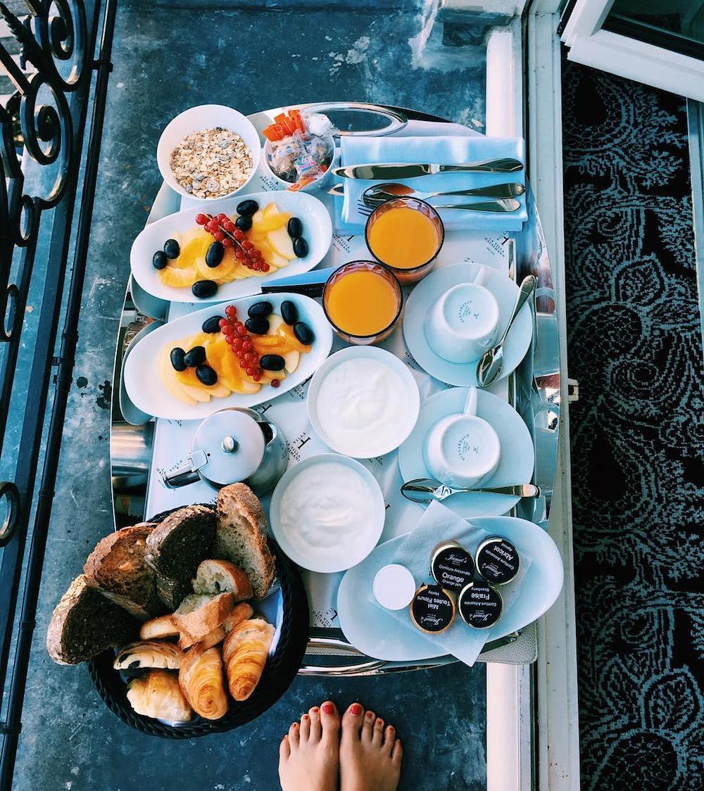 staycation-week-end-amoureux-paris-idee-surprendre-amoureux-petit-dejeuner-room-service