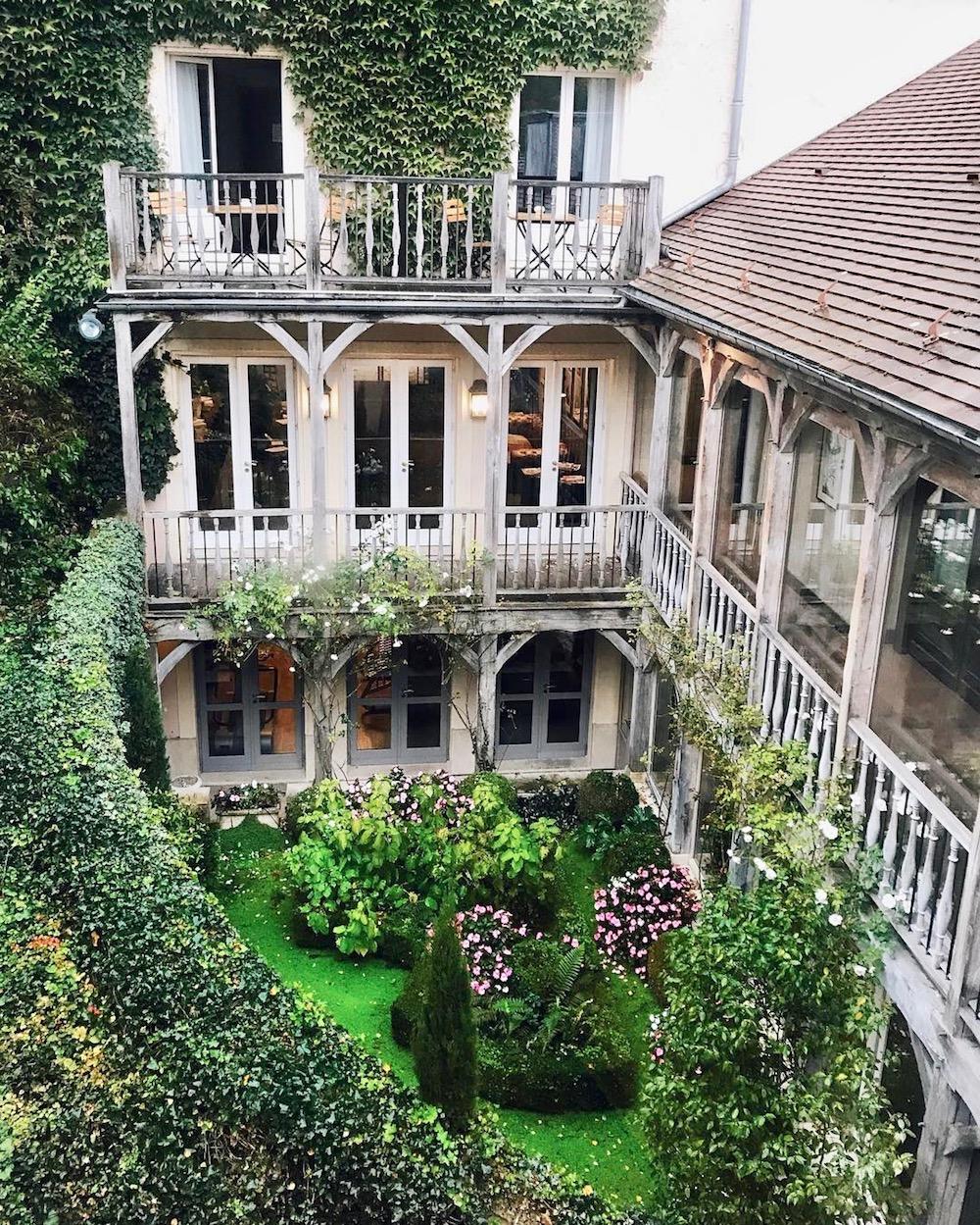 visite-guidée-les-etangs-de-corot-visite-spa-caudalie-hotel-restaurant-brunch-les-paillotes-le-cafe-des-artistes-promenade-escapade-en-amoureux-pres-de-paris-ville-avray-offre-staycation