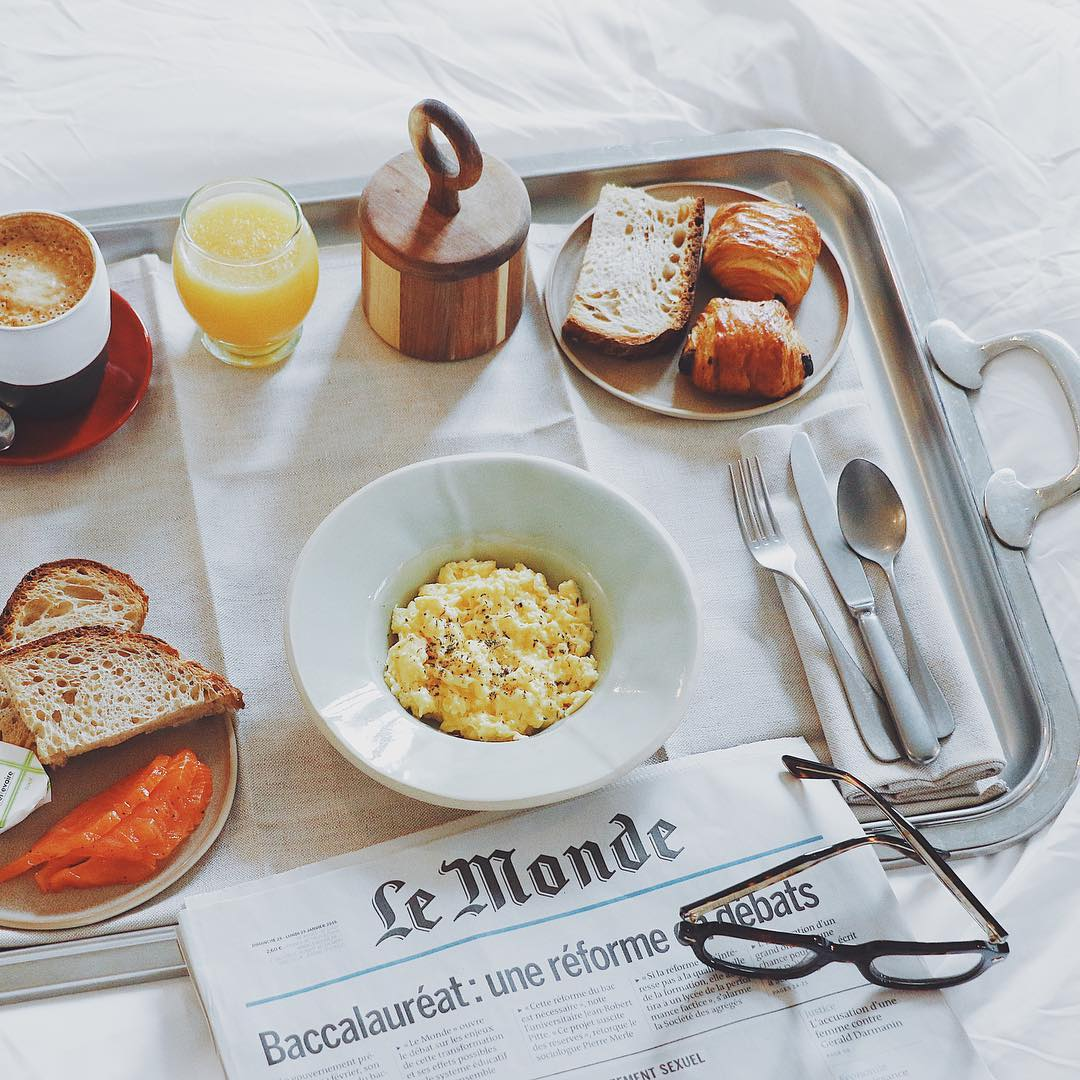 petit dejeuner au lit hotel grands boulevards paris staycation