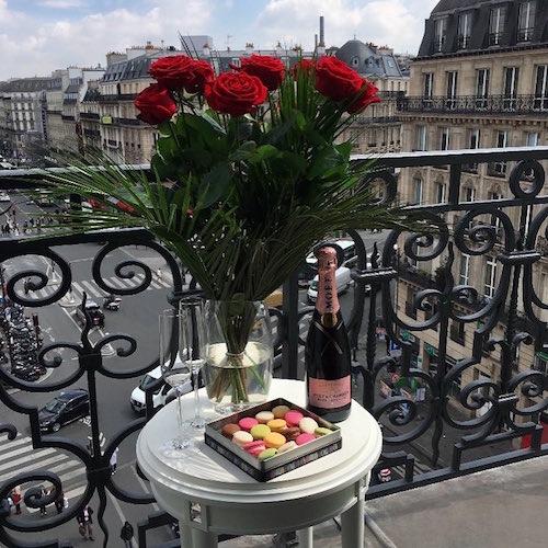 anniversaire de rencontre champagne macarons surprise hotel