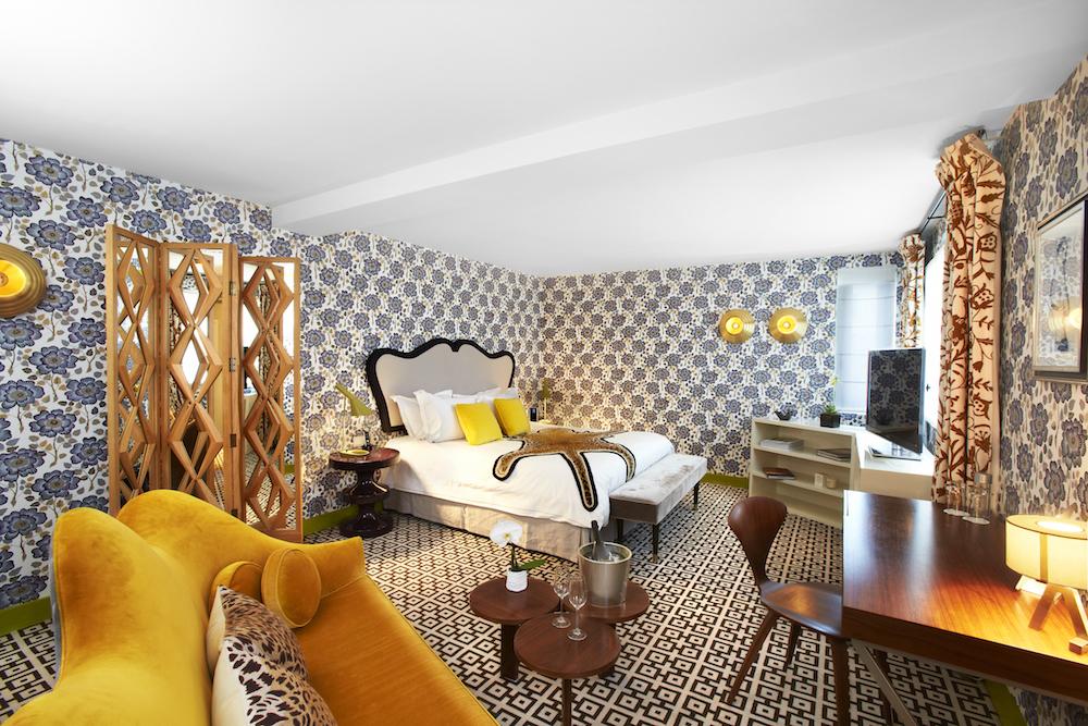 hotel thoumieux chambre décoration india mahdavi peau de léopard lit