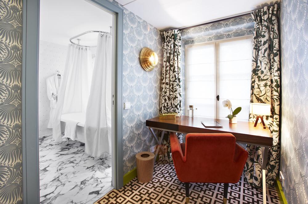 hotel thoumieux chambre baignoire salle de bain bureau