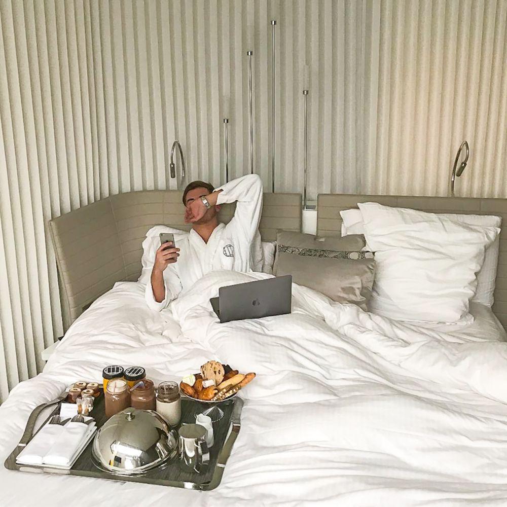 hotel molitor petit déjeuner au lit
