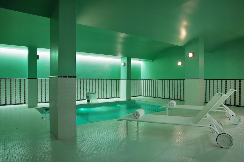 hotel paris 2ème avec piscine intérieure privée et spa privatif transat