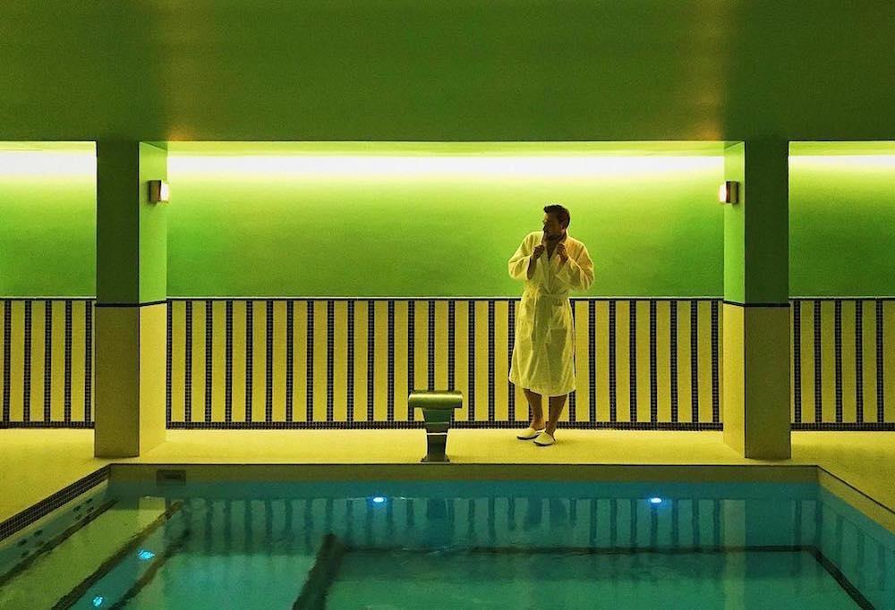 hotel paris 2ème avec piscine intérieure privée et spa privatif wes anderson