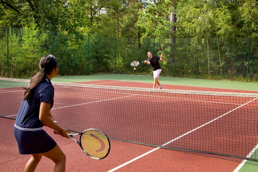 montroyal chateau chantilly paris extérieurs jardins tennis