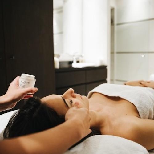 que faire à paris en ce week end spa sothys renaissance paris massage soin