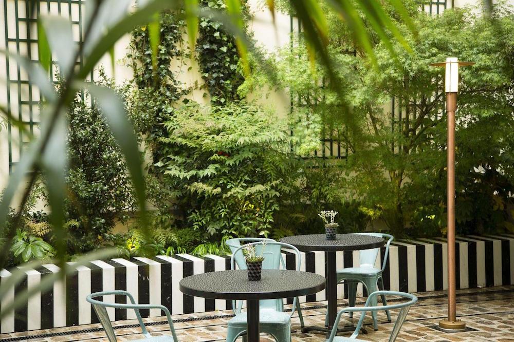 hotel paris 2ème avec piscine intérieure privée et spa privatif jardin intérieur