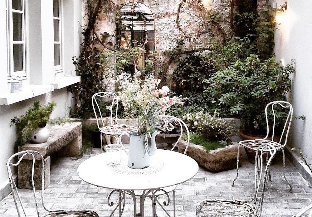 que faire à paris pour se sentir en vacances hotel henriette terrasse cosy jardin d'hiver