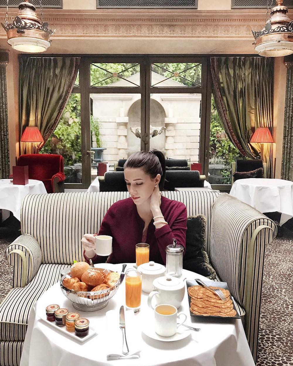 l'hôtel paris rue des beaux arts restaurant petit déjeuner buffet