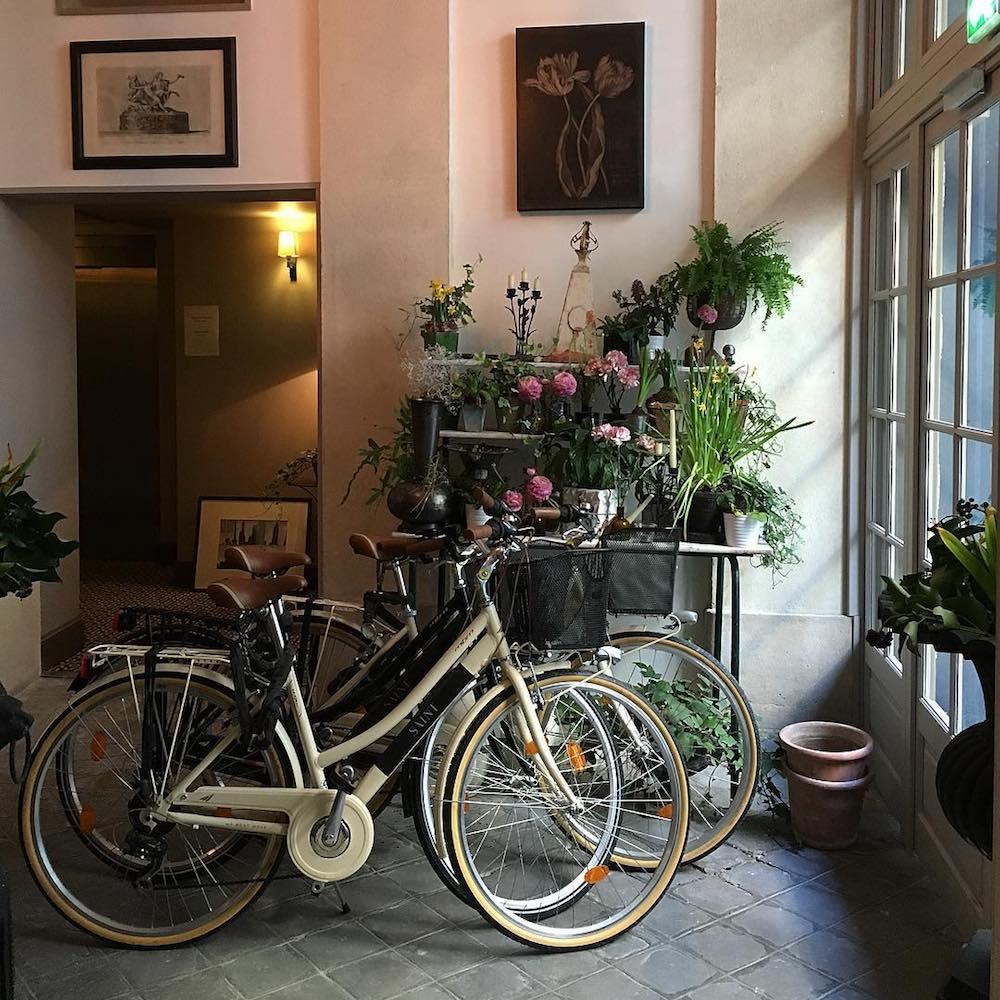 Saint-Germain-des-Prés Paris Hotel quartier latin le Saint vélos fleurs