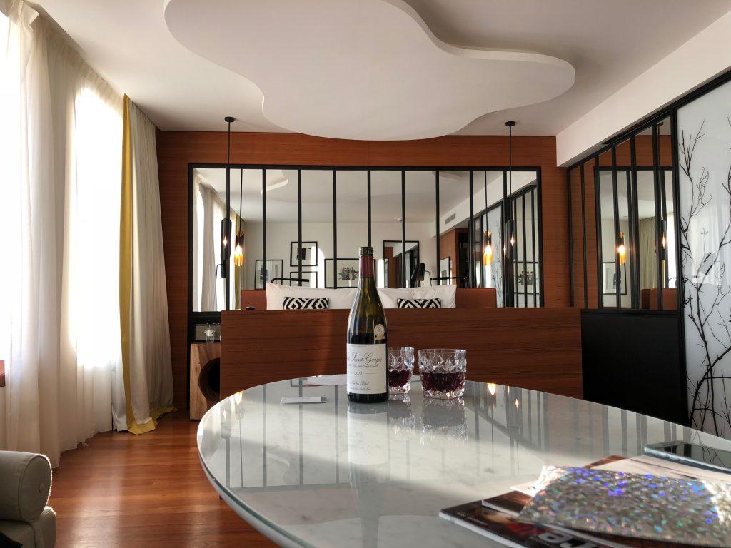 hotel romantique paris renaissance republique