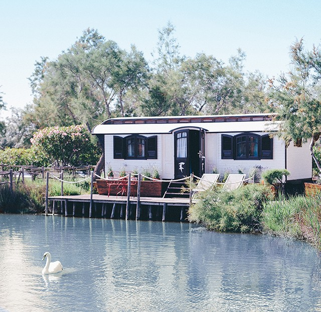 hotel insolite roulotte camargue