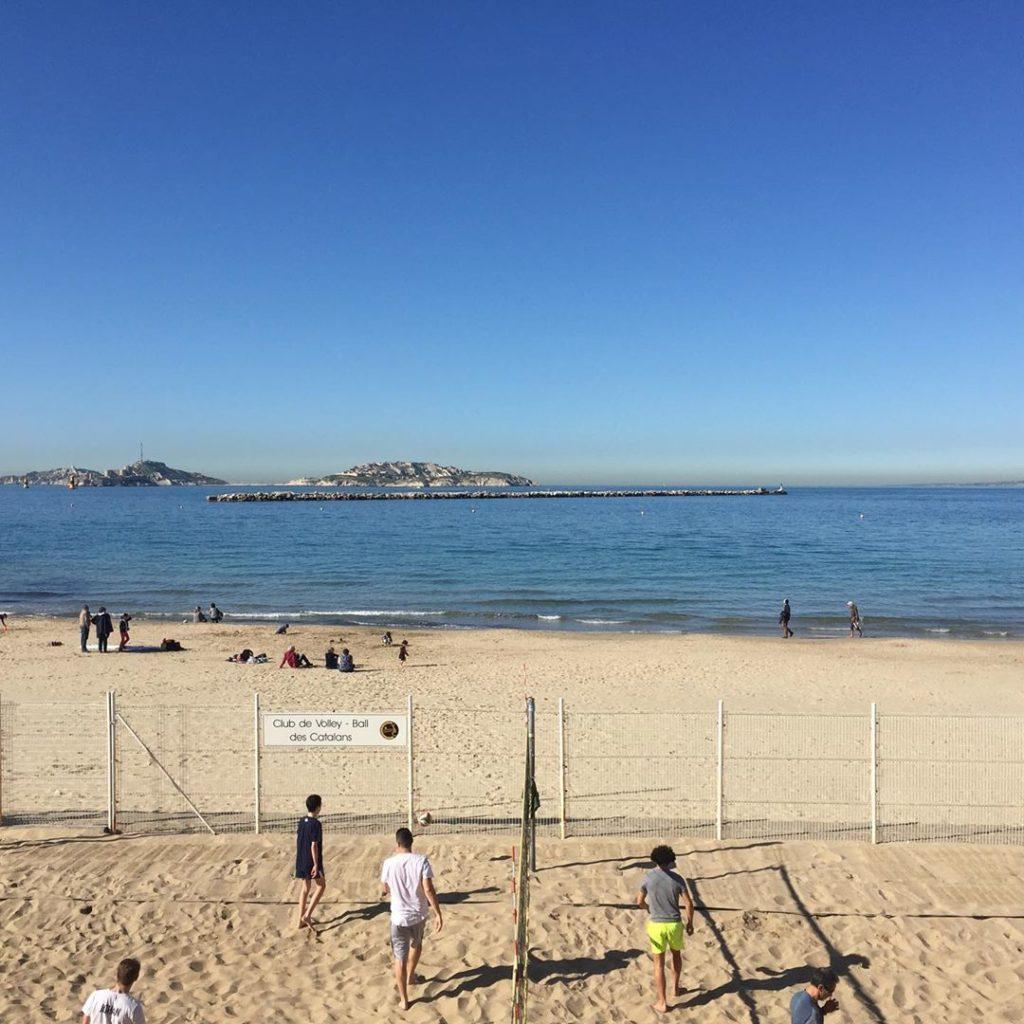 plage des catalans marseille volley
